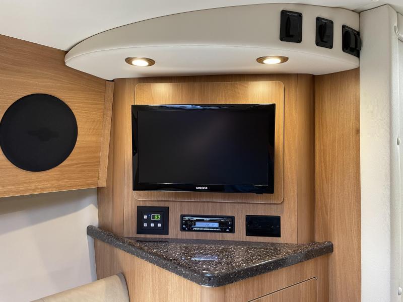 2016 Rinker 290 Express Cruiser