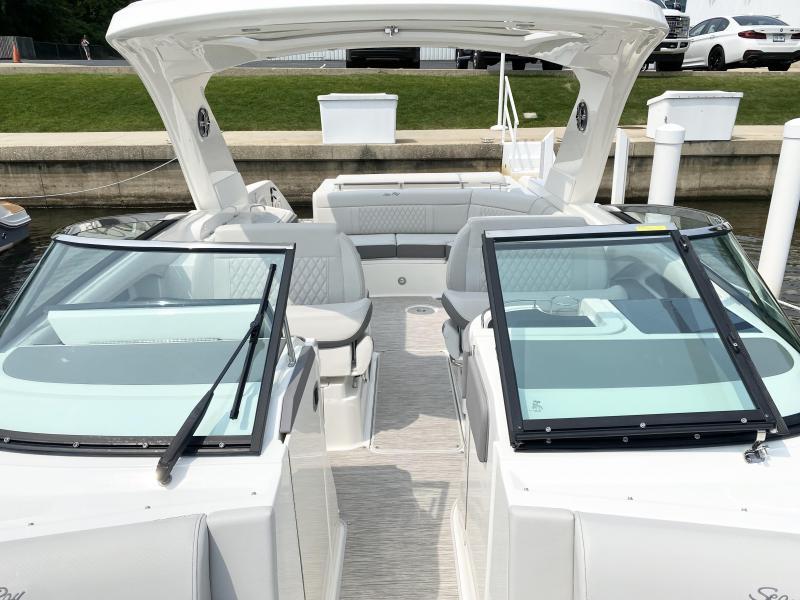 2022 Sea Ray SLX 310 Bowrider