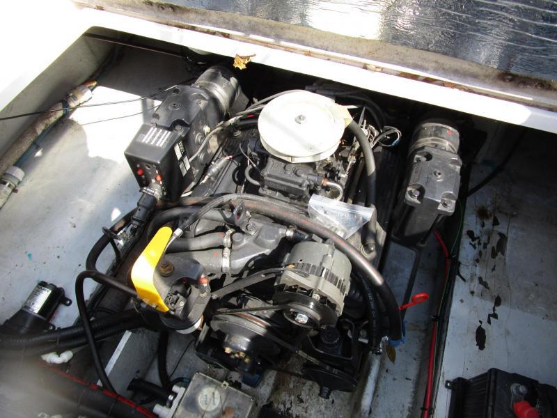 1999 Four Winns 238 Vista Cruiser (Power)