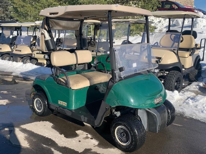 2008 EZGO Gas golf cart in excellent running condition