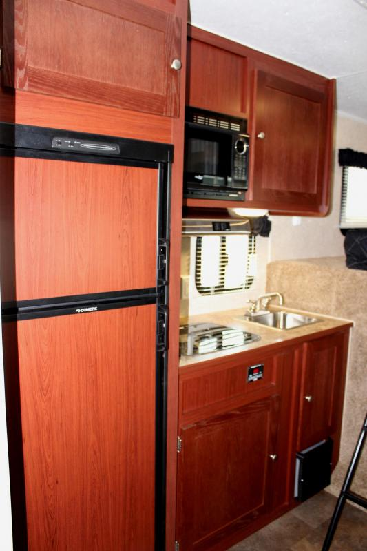 <b>WEEKLY SPECIAL</b> 2019 48' Millennium Silver 12' Dinette Living Quarters Large Dry Bath