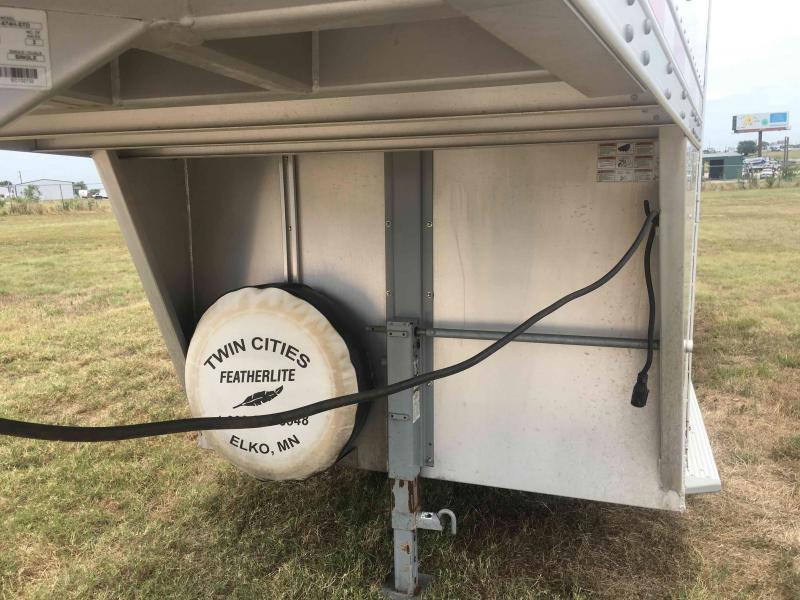 2014 Featherlite 4 Horse with a Dressing Room Horse Trailer