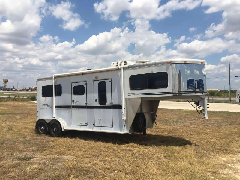 2001 Sundowner Trailers 2 Horse Straight Load Weekender Package Horse Trailer