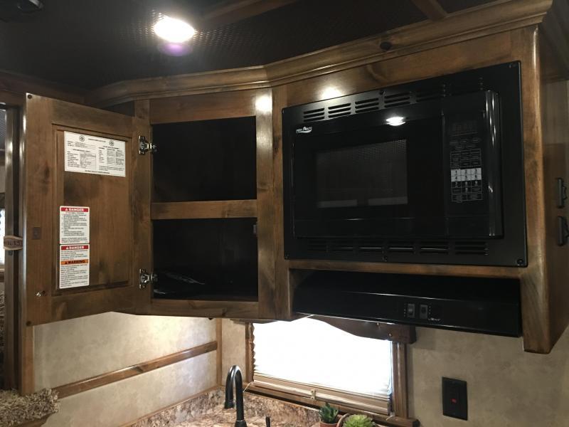 2019 Platinum Coach 3 Horse 13.4 Short Wall with Slide Horse Trailer