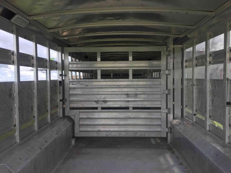 2016 Elite Trailers 28 ft by 8 ft wide Livestock Trailer