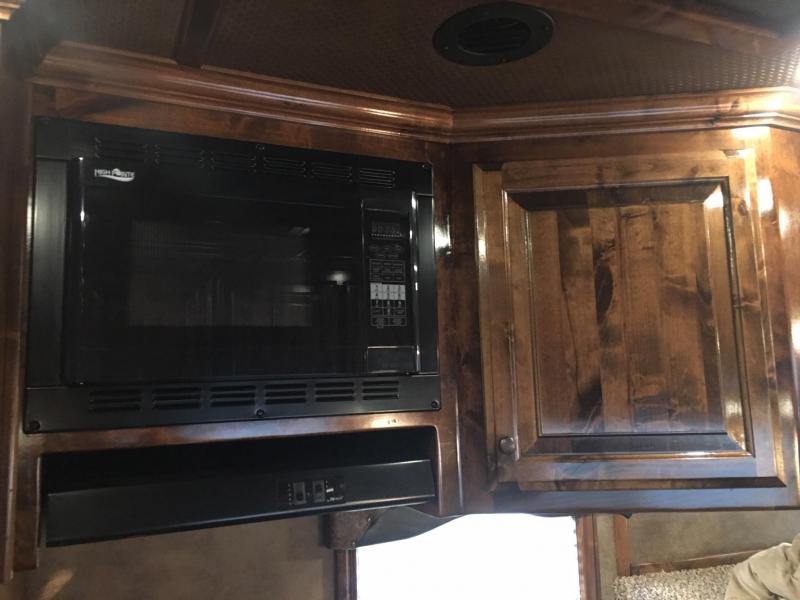 2017 Platinum Coach 4 Horse Side Load 15 ft Short Wall Bunk Beds Horse Trailer