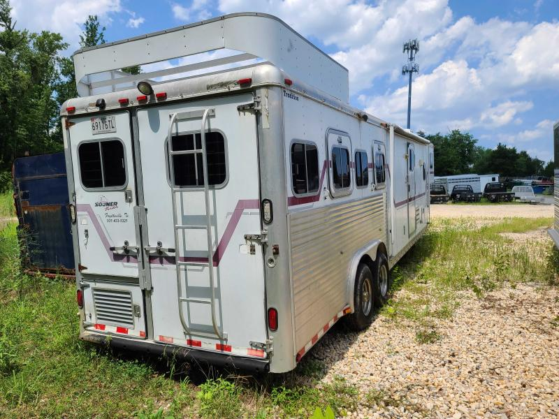 1998 Sooner 4-h lq slide out Horse Trailer