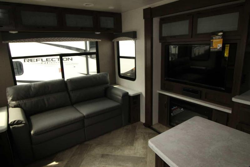 2021 Winnebago Voyage 3235 RL Travel Trailer