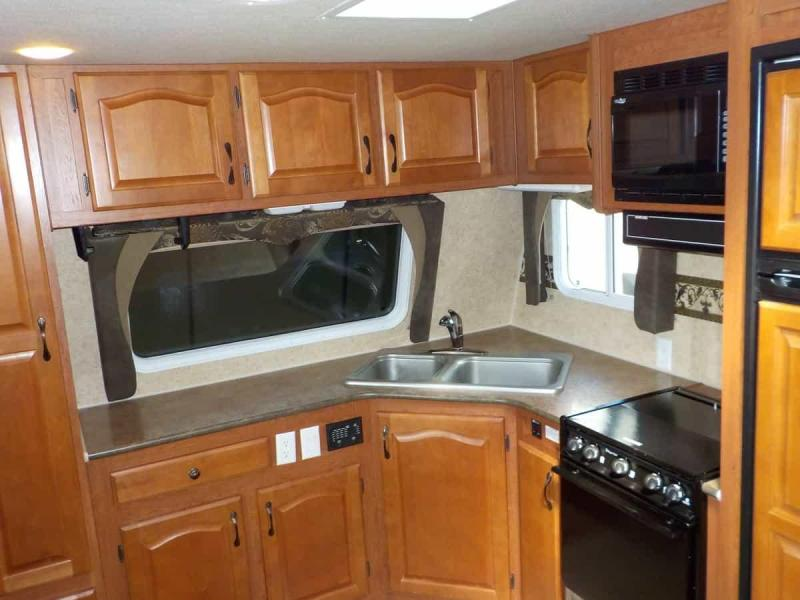 2010 Northwood Manufacturing Arctic Fox 29 V Travel Trailer