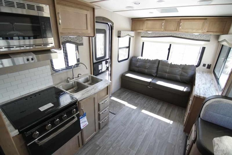 2020 Winnebago Micro Minnie 2405 RL Fifth Wheel Campers
