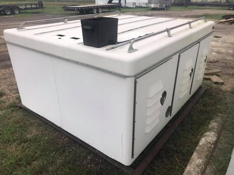 2000 Other 8' x 7' Dog Box Bed Truck Boxes (Livestock and Dog)
