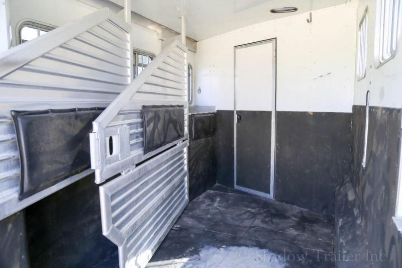 2002 Featherlite 3 Horse Slant Load Gooseneck w/ Living Quarters