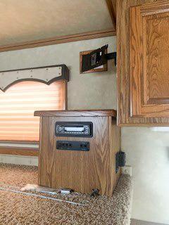 2008 Sundowner Gooseneck 3 Horse Slant Living Quarters Trailer