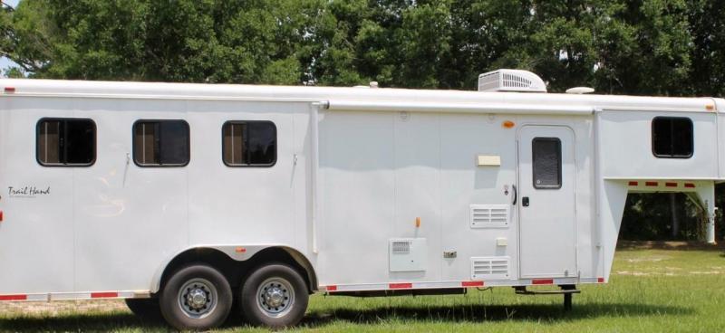 2014 Bison Trailhand 3 Horse Slant Load Weekender