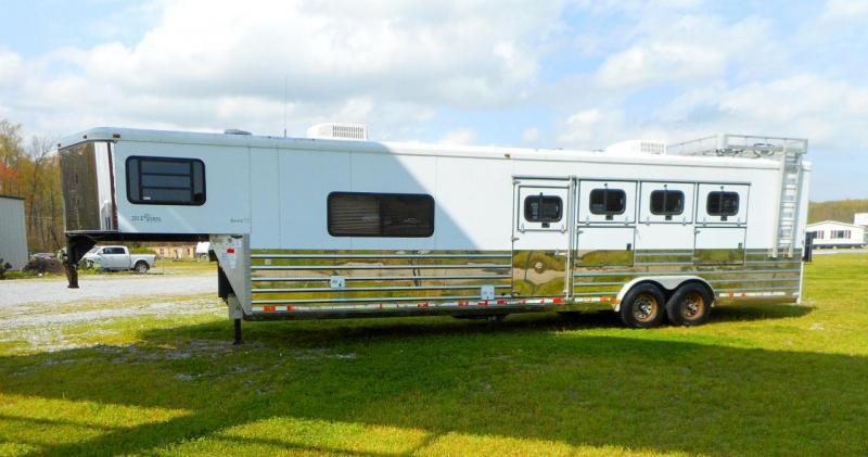 2005 Sundowner Sierra  4 Horse Slant Living Quarters Gooseneck Trailer