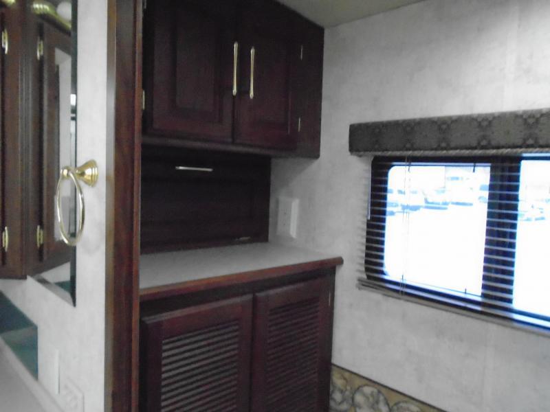 2005 Winnebago Journey M-36G Class A RV