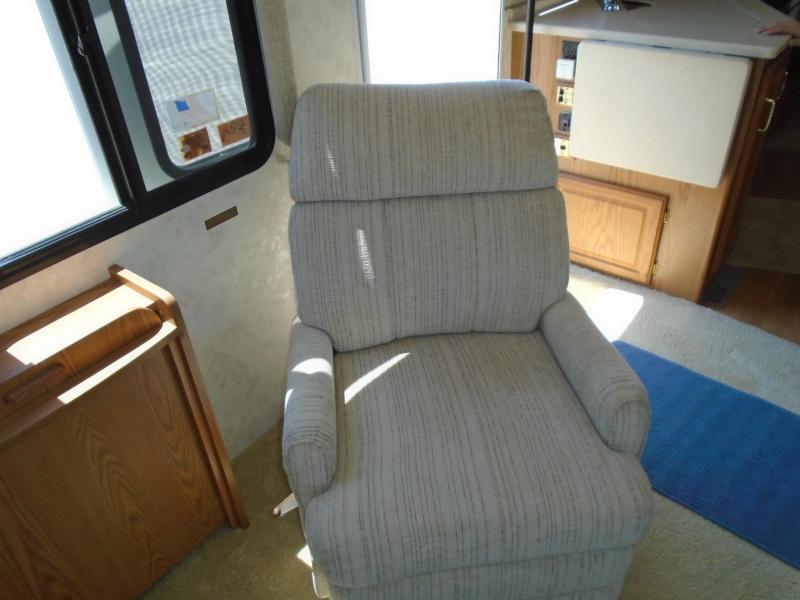 2000 Winnebago Adventurer 35U Class A RV