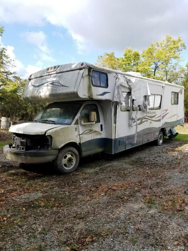 2007 Winnebago wrecked outlook Class C RV
