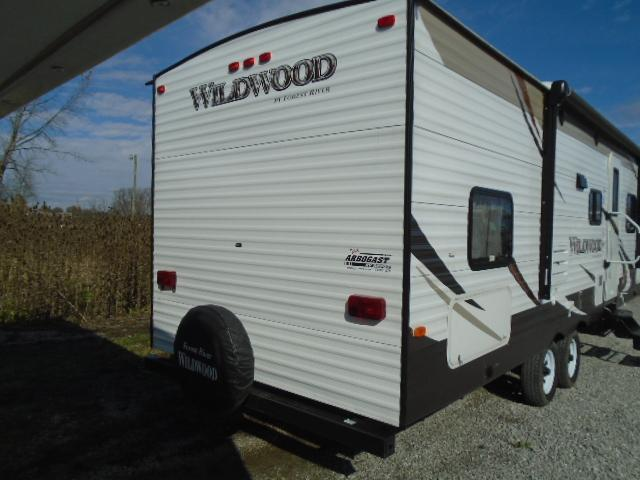 2016 Forest River Inc. WILDWOOD 28DBUD  TT