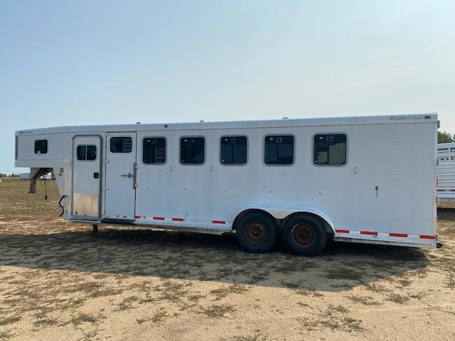 2000 Southern Classic 6H Slant Horse Trailer