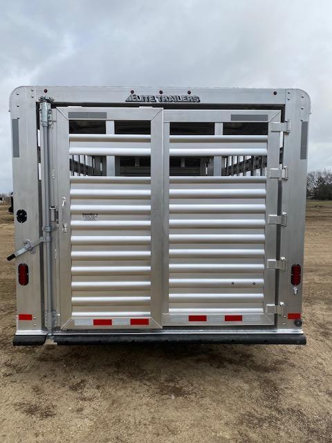 2021 Elite Trailers 30' Livestock Trailer