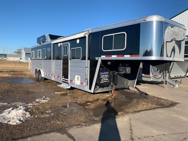 2011 Logan Coach 12' Shortwall Horse Trailer