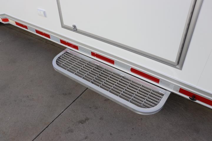 2022 32' inTech Trailer w/ ICON Package-Due NOVEMBER 2021