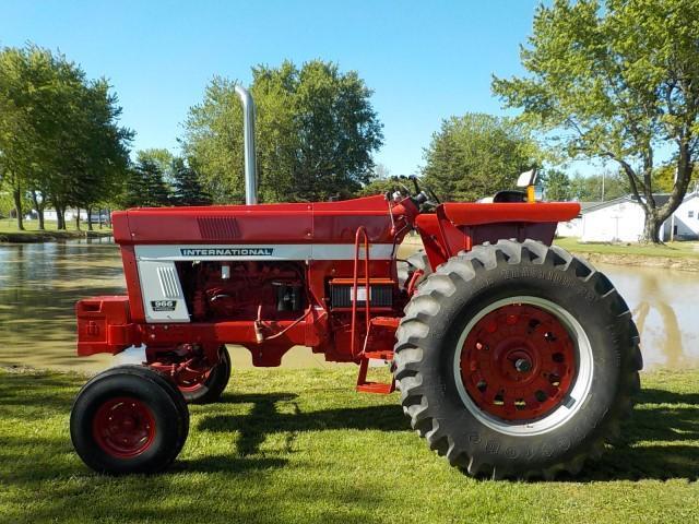 1972 International 966 Tractor