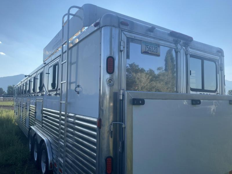 2008 Dream Coach Trailers LLC 8 Horse Smart tack Trailer