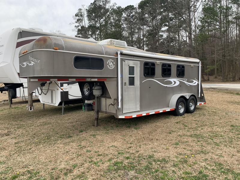 2007 Double D 2H GN W/Weekender Horse Trailer