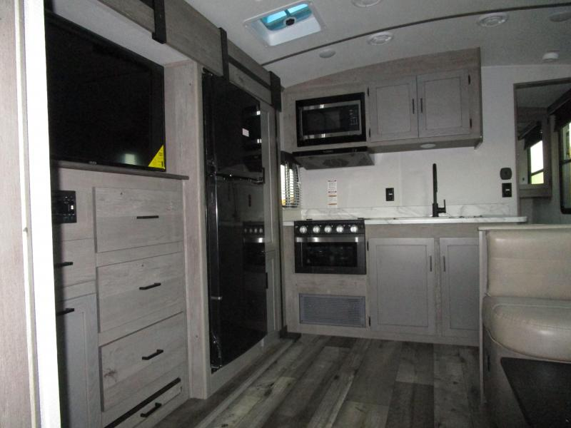 2021 Keystone RV Outback Ultra Lite OIUTBACK 244UBH Travel Trailer RV