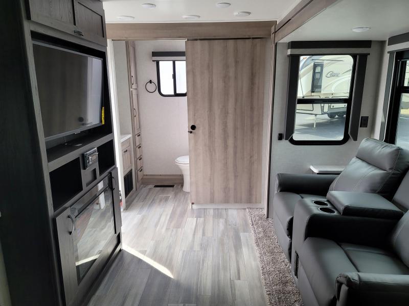 2021 Winnebago Voyage V2427RB Travel Trailer RV