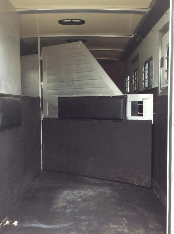 Preowned 2005 Hart Trailers 4H Ultimate GN Horse Trailer