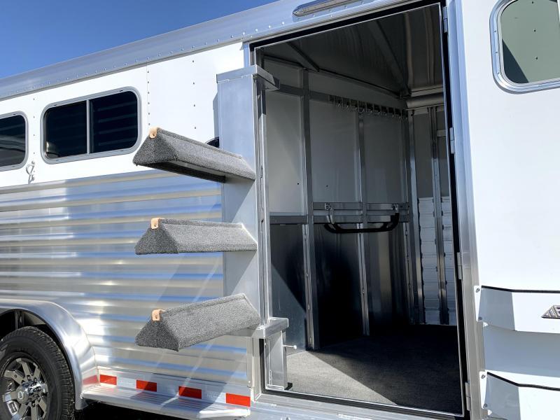 NEW 2022 Elite Trailers 3 Horse Bumper Pull Slant Horse Trailer