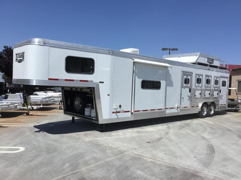 New 2019 Logan Coach 813 S/O Plat PKG 4 Horse Living Quarters Trailer