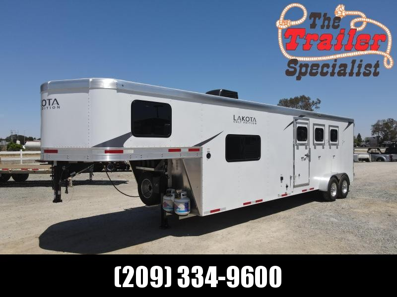 NEW 2021 Lakota Colt AC311 3 Horse 11' Living Quarters Horse Trailer