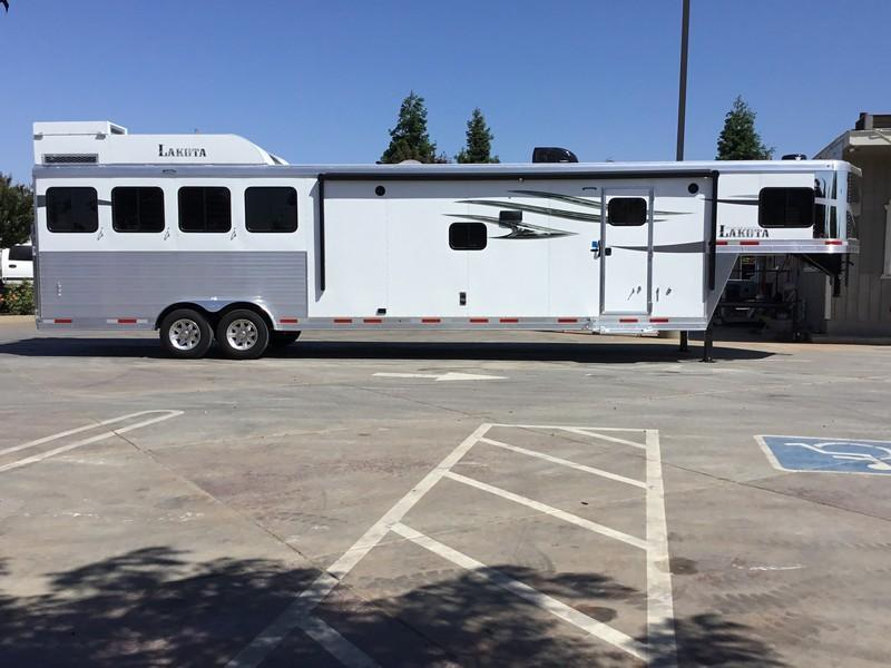 *ON ORDER* NEW 2021 Lakota Charger 4 horse 15 ft short wall C8415SR Horse Trailer