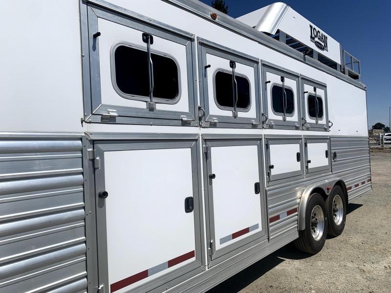 Pre-Owned 2017 Logan Coach 4H Razor LQ Horse Trailer