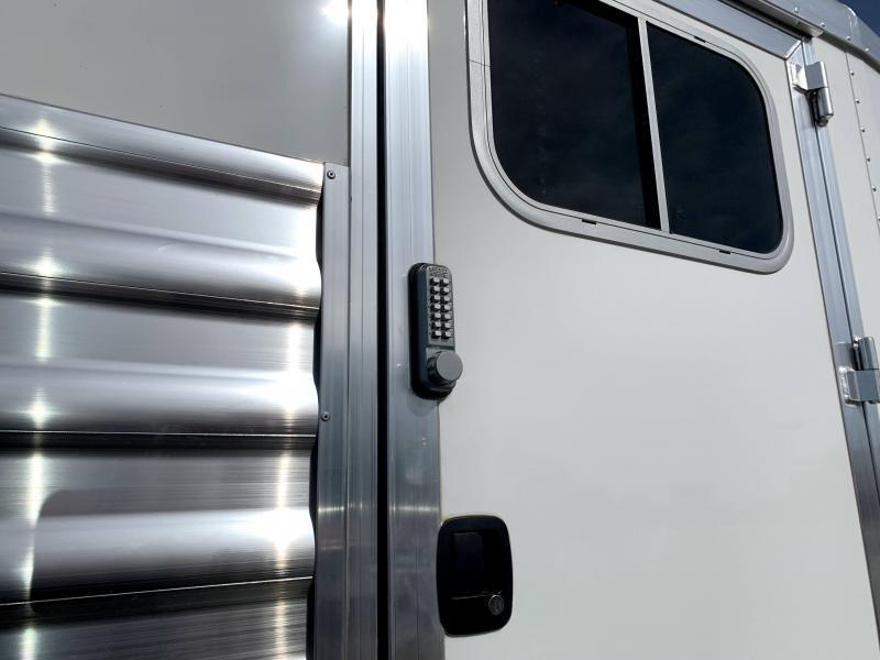 NEW 2022 Elite Trailers 24' Stock Combo w/ Dividers Livestock Trailer