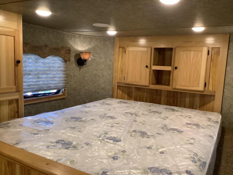 Pre-Owned 2018 Lakota 4H CHARGER LQ Horse Trailer
