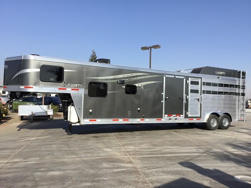 NEW 2019 Lakota 14 Livestock Edition Living Quarters Livestock Trailer