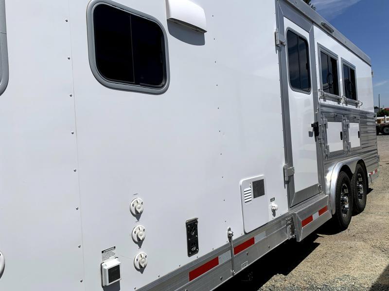Pre-Owned 2018 Sierra Laramie 8310 Horse Trailer