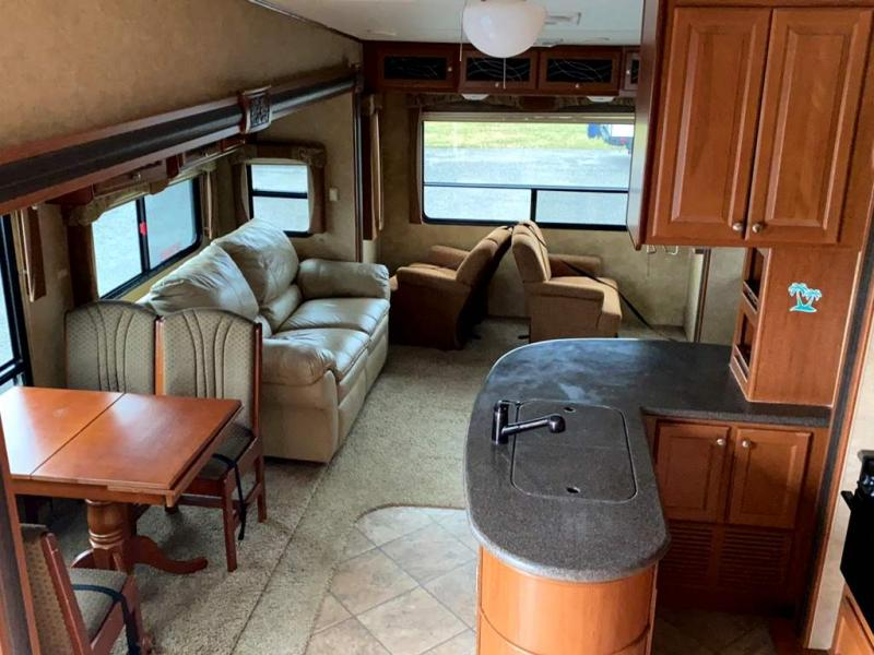 2011 Heartland RV SUNDANCE 330QS