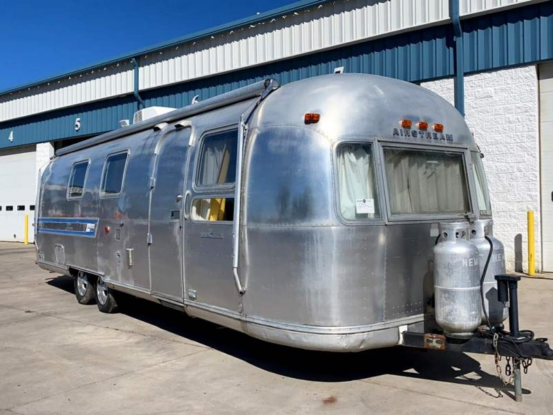 1973 Airstream INTERNATIONAL SOVEREIGN TWIN LAND YACHT