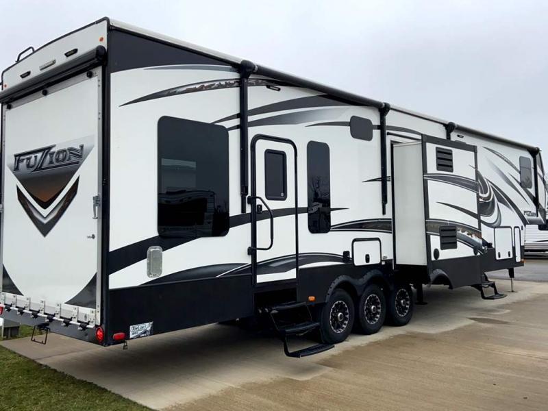 2015 Keystone RV FUZION 390