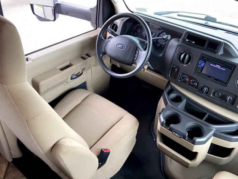 2014 Thor Motor Coach CHATEAU 31A