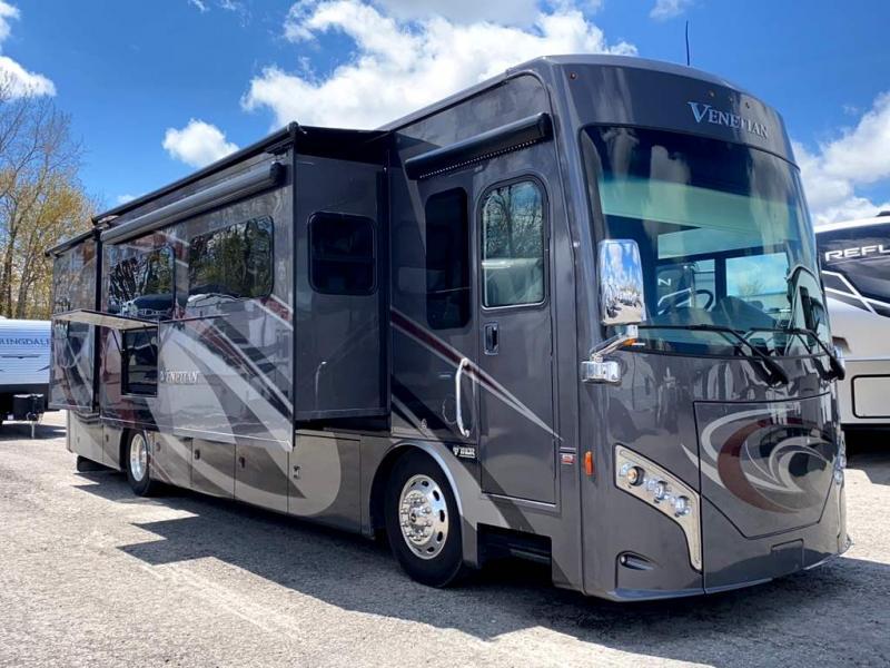 2018 Thor Motor Coach VENETIAN G36