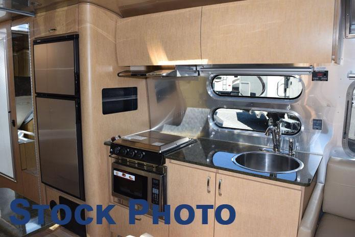 2017 Airstream FLYING CLOUD 28