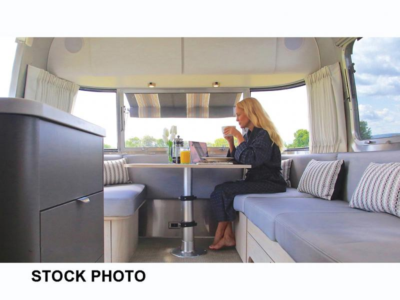 2021 Airstream GLOBETROTTER 25FB Twin