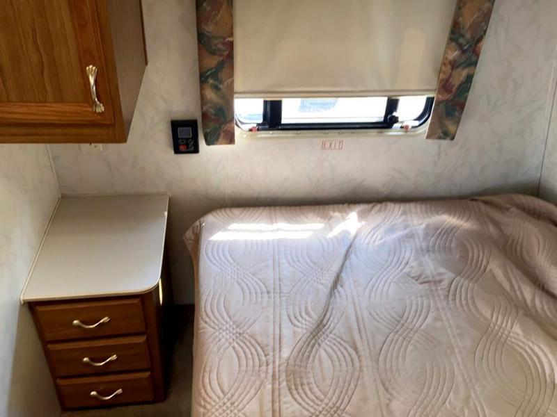 1997 Gulf Stream Coach CONQUEST 26FBB